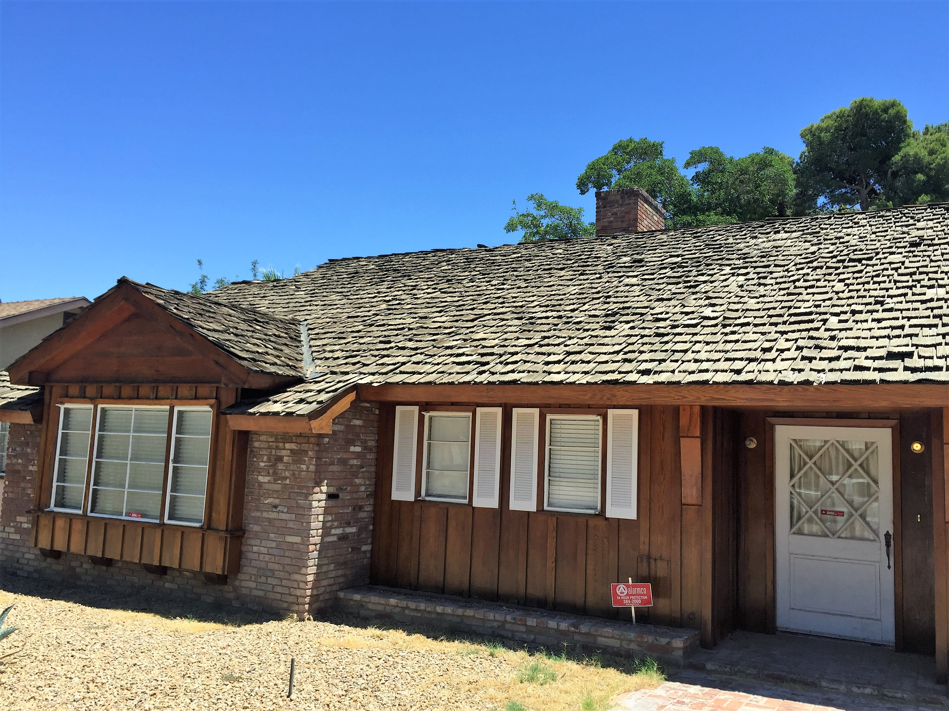 Vintage Las Vegas home with aging shake roofing