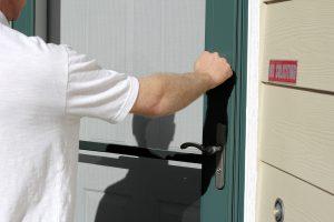man knocking on a door scam artist